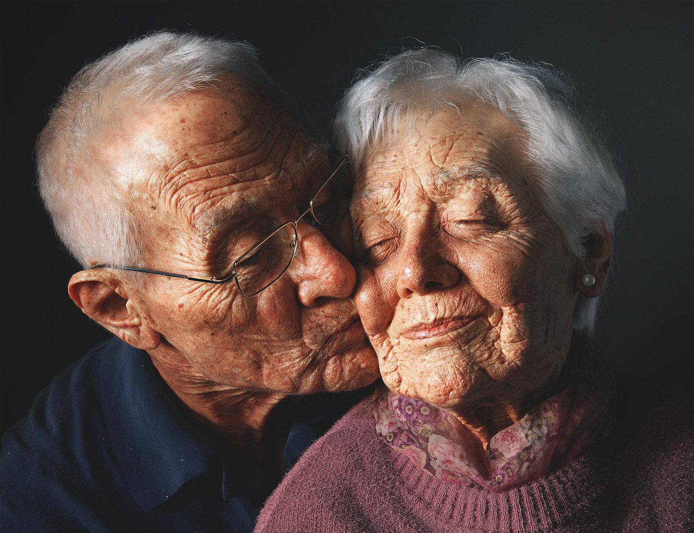 elderly couple in love 3d portrait realistic