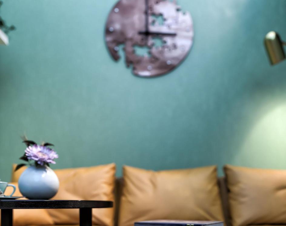 green roomby Hossein Akhgari
